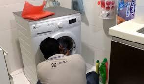 Máy giặt Electrolux không mở được cửa là lỗi gì ? Xem cách mở cửa