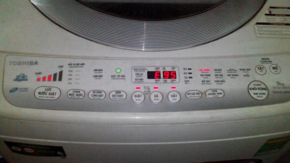 Máy giặt Toshiba báo lỗi E95 là lỗi gì ? Xử lý thế nào ?